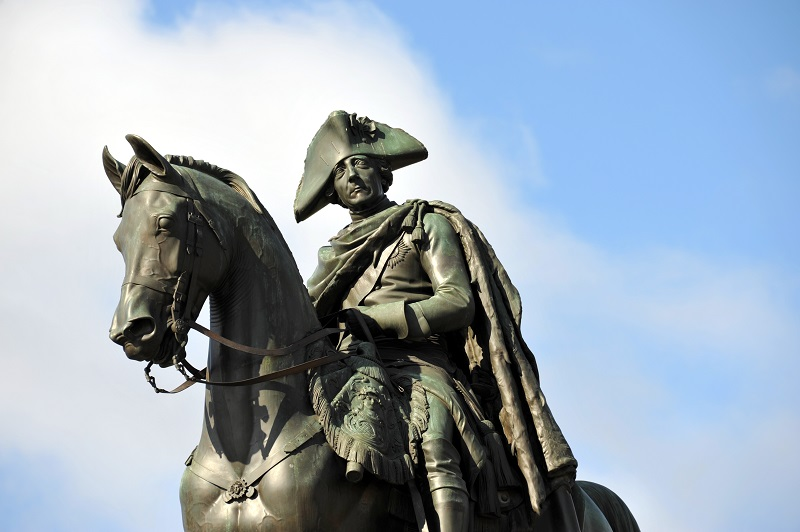 Friedrich der Große, genannt der alte Fritz, auf einem Reiterstandbild