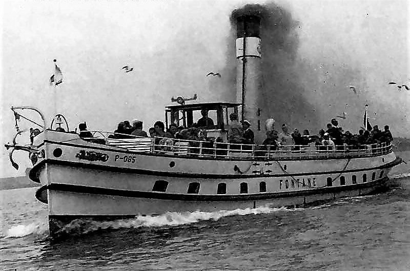 """Die alte """"Fontane"""" auf hoher See: Damals galt Qualm noch als eher romantisch… Foto: Archiv Nordkurier"""