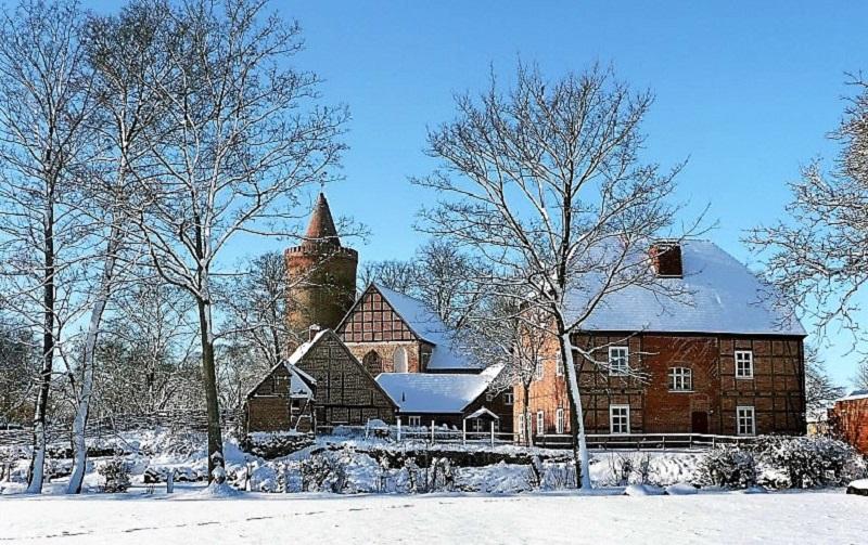 Auch im Winter verströmt Burg Stargard in Mecklenburg Romantik pur. Foto: Archiv Nordkurier