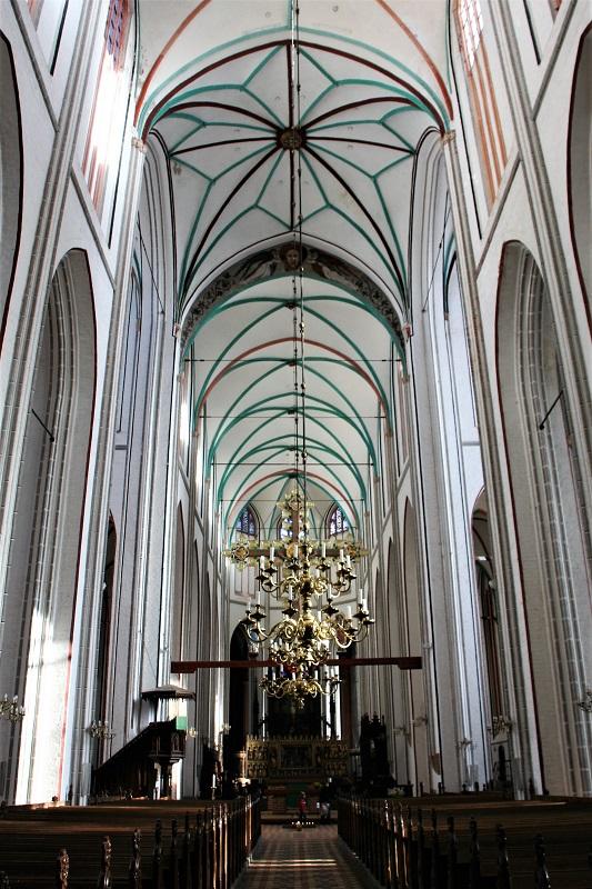 28 Meter ragt das beeindruckende Mittelschiffgewölbe in die Höhe.