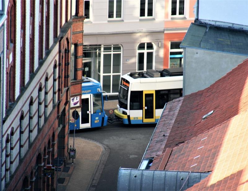 Blick in die Altstadt: Zu DDR_Zeiten wurde die Straßenbahn als wichtigstes Verkehrsmittel ausgebaut. Diese umweltfreundliche Entscheidung wurde nach der Wende übernommen.