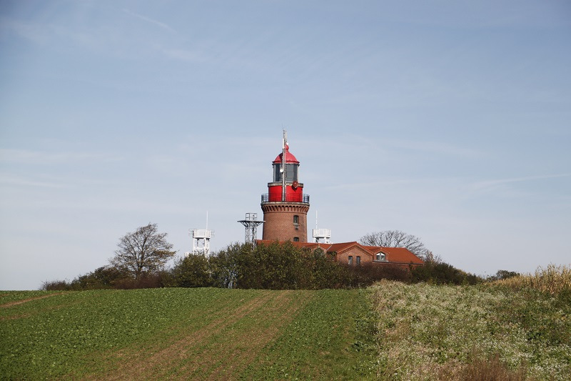 """Fast 150 Jahre hat der Leuchtturm Bastorf bereits auf dem """"Buckel"""". Der Ostseeriese steht zwischen Rerik und Kühlungsborn."""