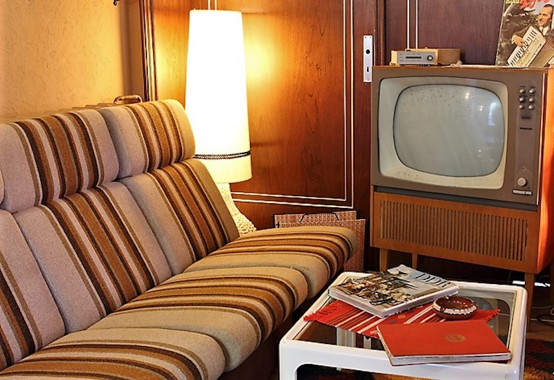 Sofa, Couch, Lampe, Tisch - Wohndesign a la DDR.