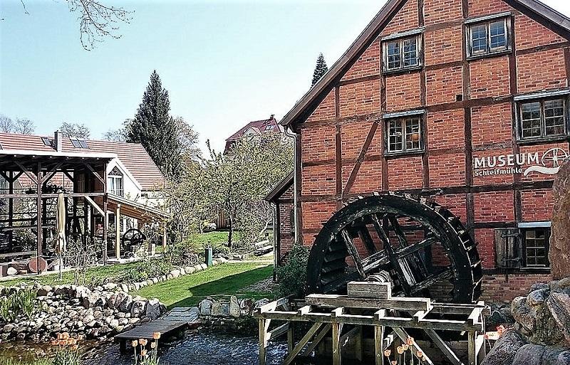 Das Gesamtensemble der Schleifmühle am Faulen See. Foto: Schleifmühle